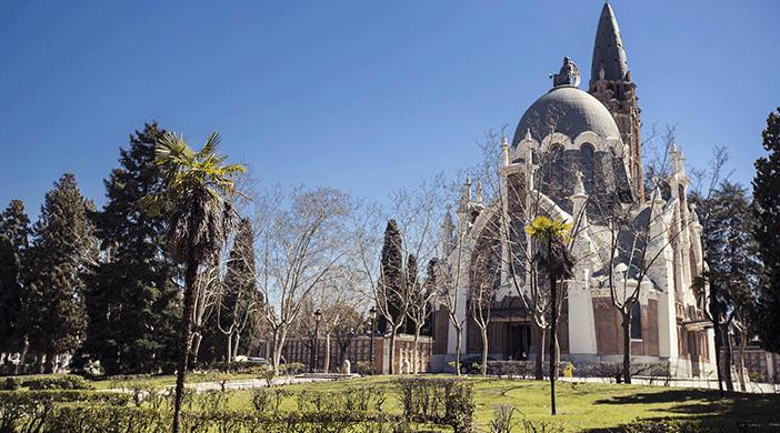 Cementerio Almudena capilla jardín - Servicios funerarios EMSFCM Madrid