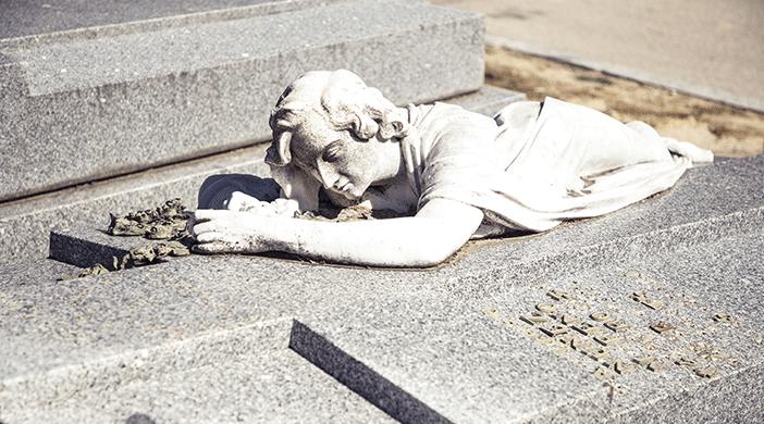 Cementerio Almudena estatua - Servicios funerarios EMSFCM Madrid