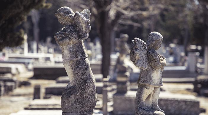 Cementerio Almudena estatuas - Servicios funerarios EMSFCM