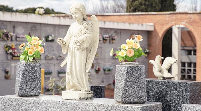 Cementerio Fuencarral estatua - Servicios funerarios EMSFCM Madrid