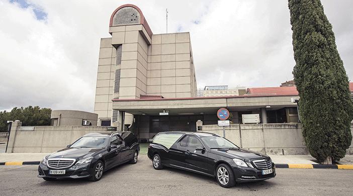 Traslados funerarios coche negro - Servicios funerarios EMSFCM Madrid